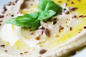 Priča o humusu i zašto treba da je i na vašem stolu