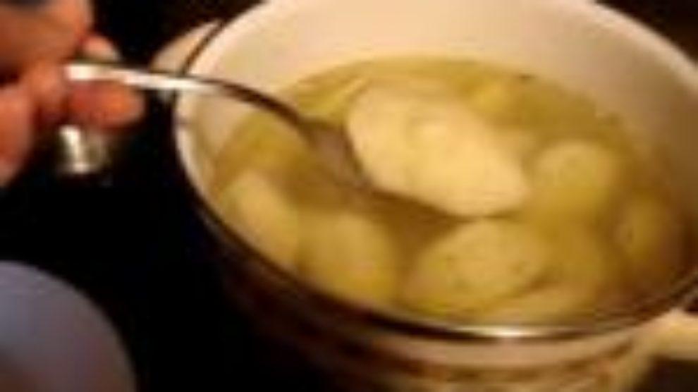 Supa sa badem knedlama