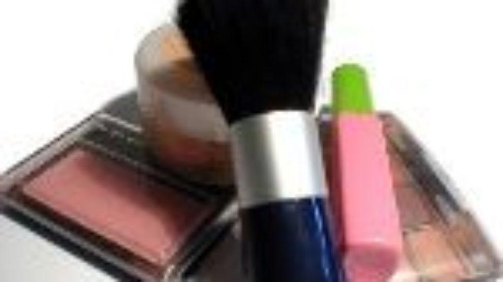 Iranska državna televizija zabranila šminku!