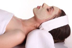 Da li preterana upotreba kozmetičkih preparata škodi koži?