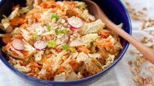 Salata od kikirikija, kupusa i sargarepe