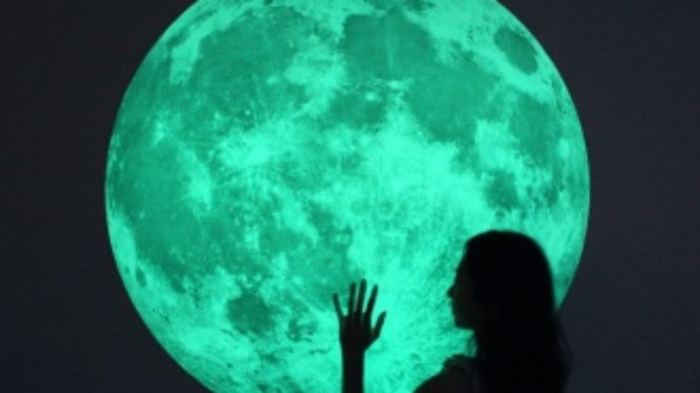 Mesec na poklon