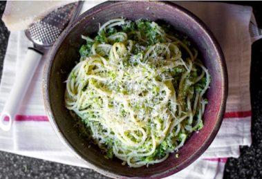 Špageti sa kremastim brokoli pestom