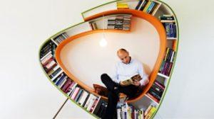 Knjiski moljac polica fotelja