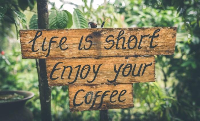 natpis uživaj u kafi