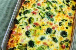 Zapečeni brokoli sa sunkom, sirom i jajima