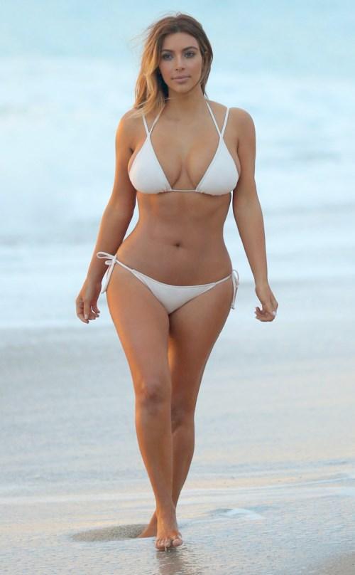 kim_kardashian_pokazala_svoje_seksi_mama_telo_v1