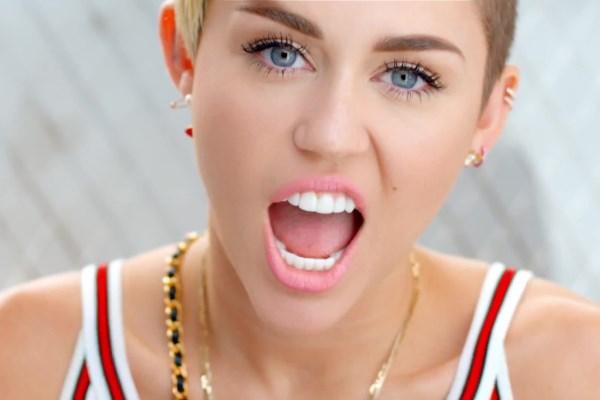 Gola Miley Cyrus na naslovnici magazina W!