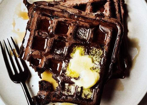 recept_za_vafle_od_crne_čokolade_v