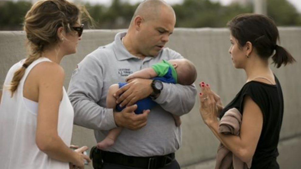 Slike spasavanja bebe na autoputu u Majamiju!