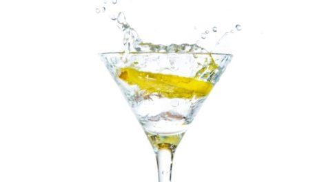 6 razloga da pijete vodu sa limunom