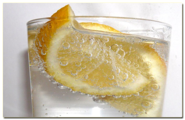 6_razloga_da_pijete_vodu_sa_limunom_v