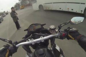 Divan gest ruskog motocikliste!