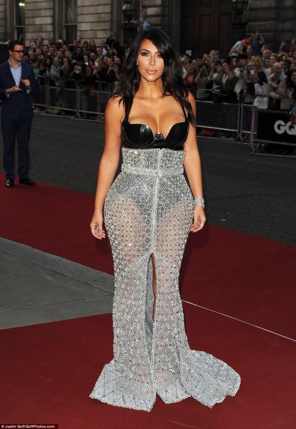 kim_kardashian_žena_godine_magazina_gq_v
