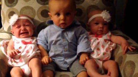 Smešna reakcija na blizance! [VIDEO]