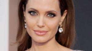 Angelina Jolie uklonila jajnike