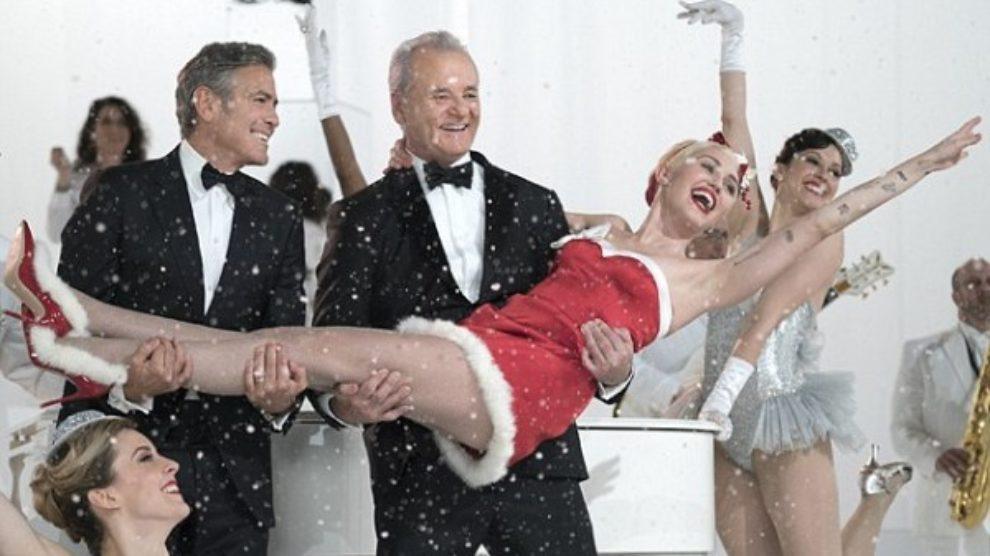 Miley Cyrus kao seksi Baba Mrazica! [VIDEO]