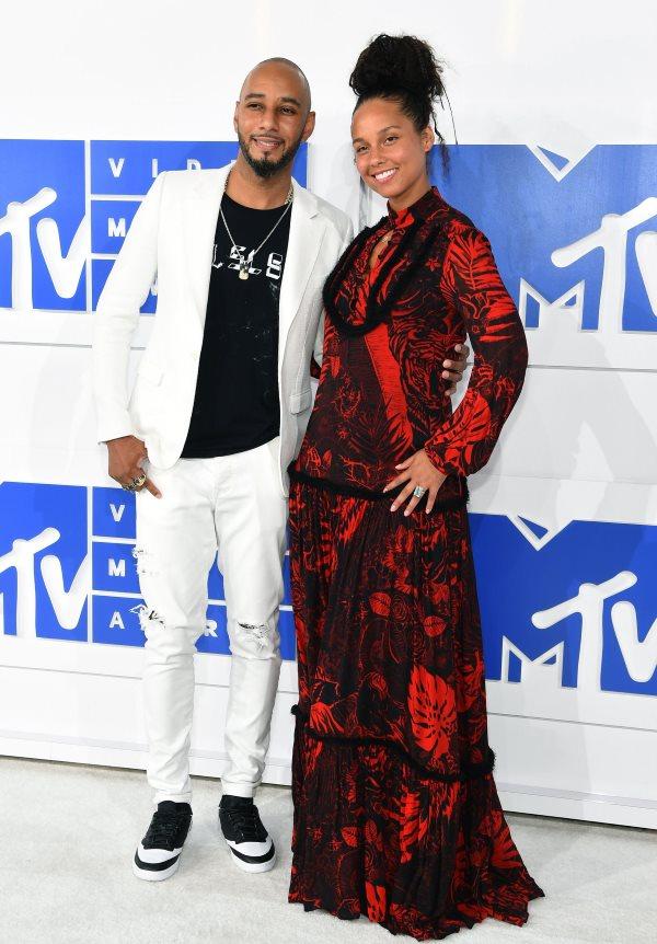 vma-2016-moda-sa-crvenog-tepiha-v