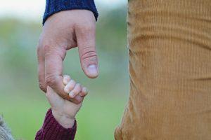 Dragi tata – apel devojčica očevima širom sveta