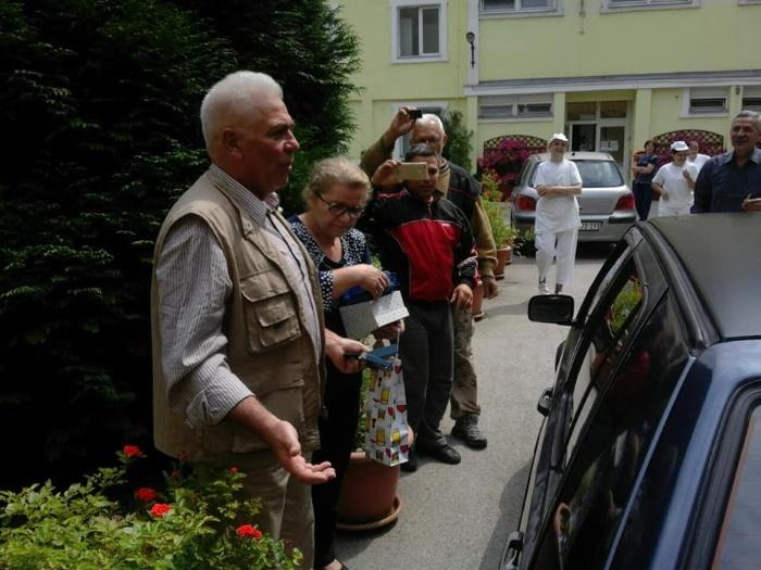 plemenita akcija uprave doma i novosadskih srednjoškolaca, čika mile
