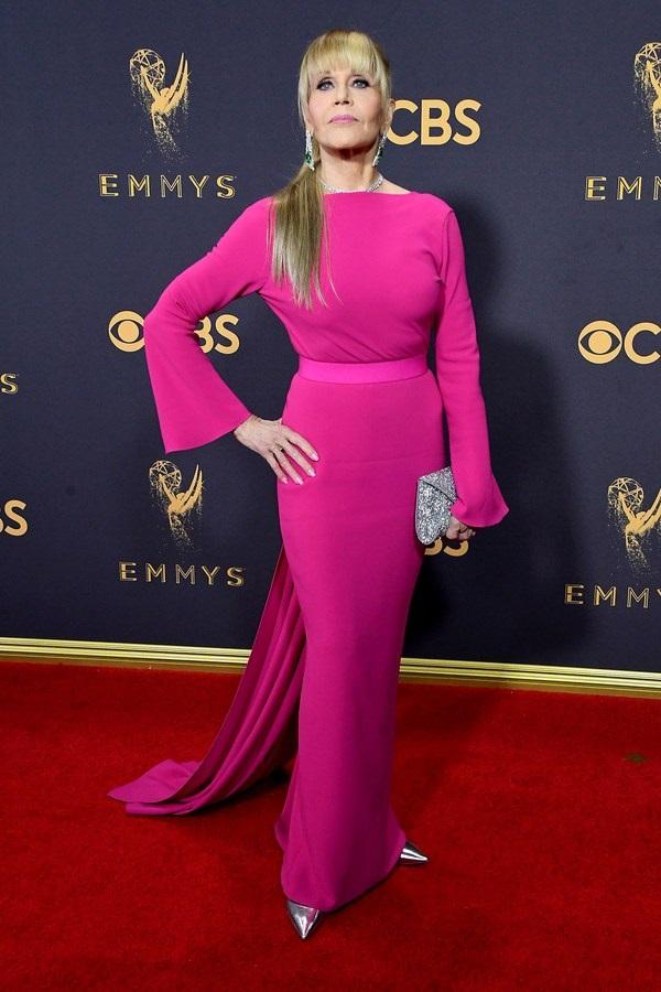 emmys moda sa crvenog tepiha jane fonda u pink haljini