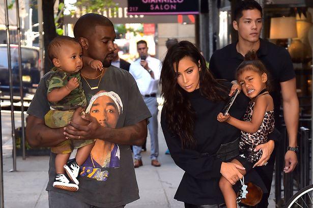 kim kardashian sa porodicom na ulici