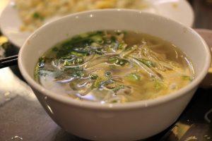 Pikantna supa sa nudlama