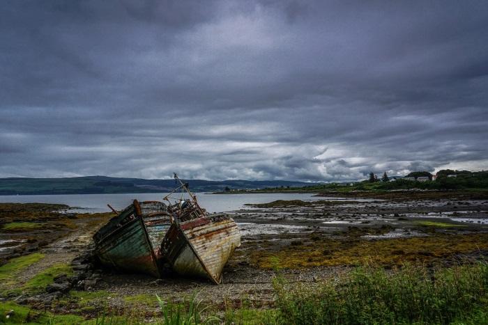 olupine broda na obali