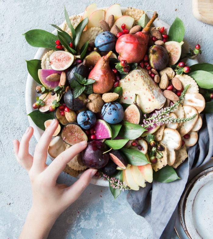 tanjir sa voćem i povrćem