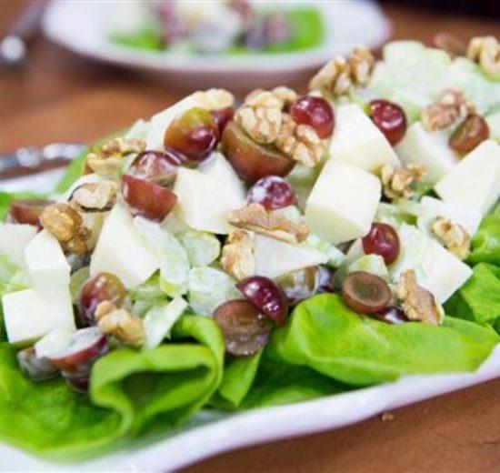 Valdorf salata sa leblebijama