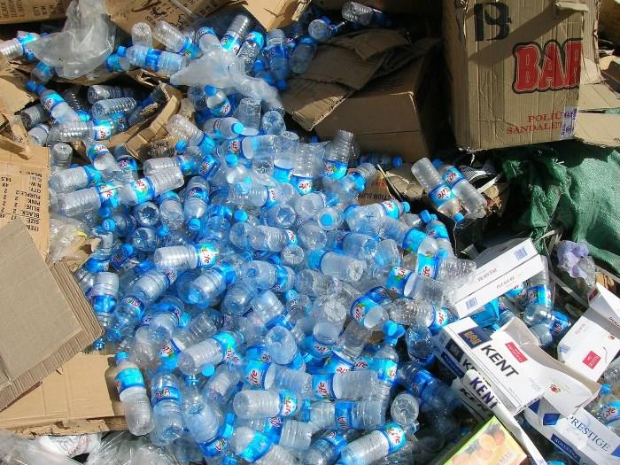 kako smanjiti korišćenje plastike - plastične flaše otpad