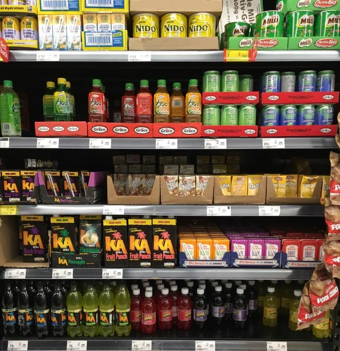 manje-bacanja-hrane-rafovi u supermarketu