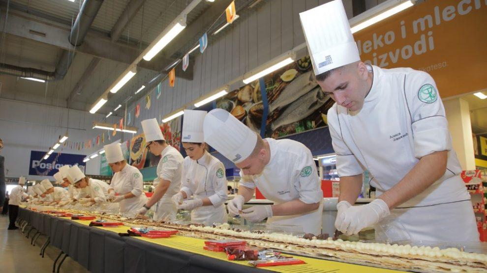 Slatka podrška preduzetništvu – napravljen najduži kolač u Srbiji!