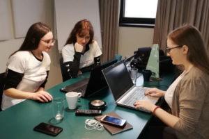 Pobednice Namics hakatona smislile rešenje za pametno obrazovanje