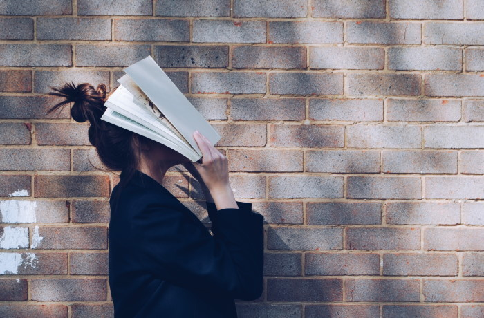 glava u knjizi kao ilustracija za besplatan yale kurs