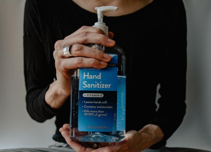 mitovi o korona virusu dezinfekacioni gel za ruke