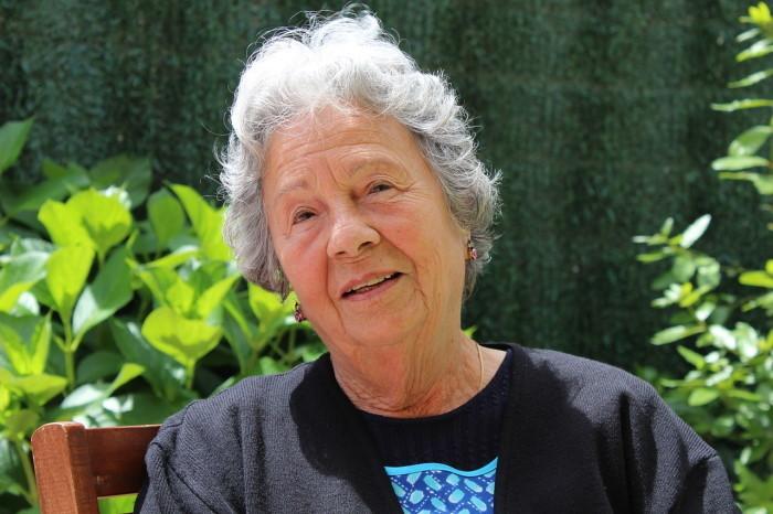 portret starije žene nega kože u menopauzi