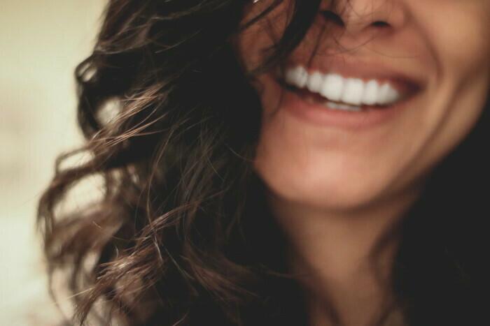 smeh kao rešenje za blistav i nežan ten