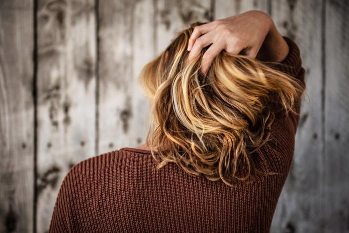 neposlušna kosa srednje dužine