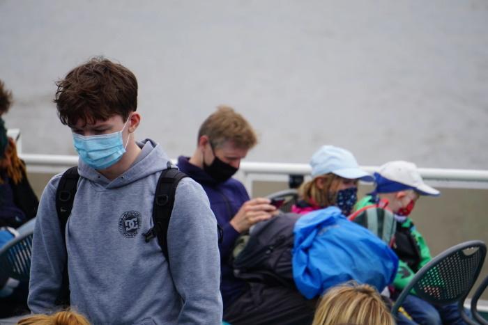 povratak u školu u vreme korone deca sa maskama