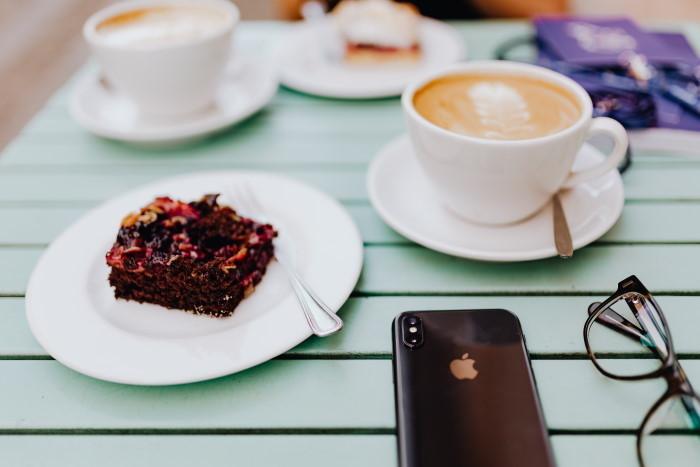 kolač i kafa i odmor od telefona dobri za mentalno zdravlje
