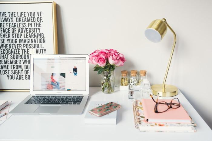 ženski radni sto kod kuće